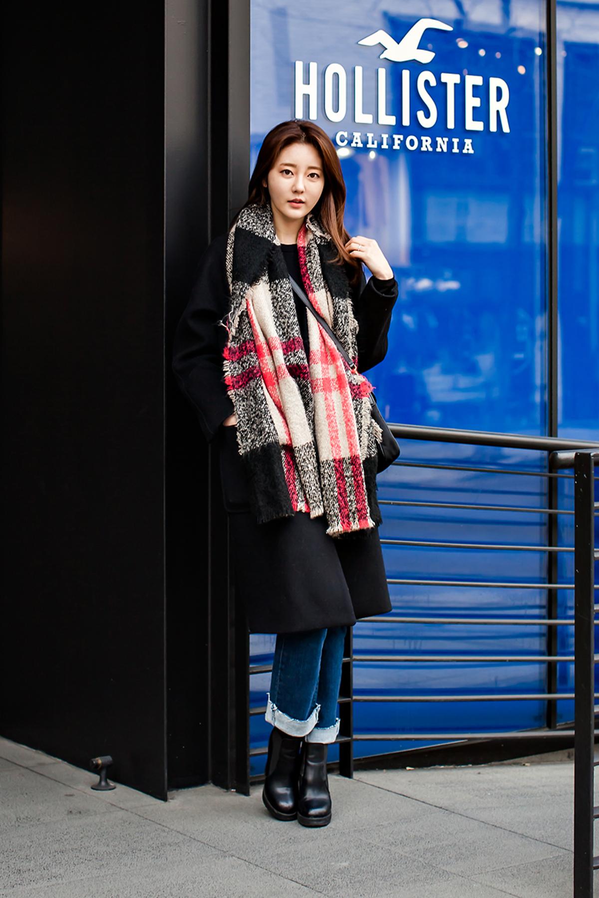 On the street… Hwangbo Eun Seoul.jpg