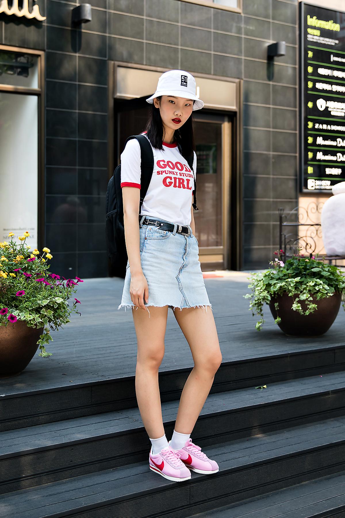Kim Seohyun, Street Fashion 2017 in Seoul.jpg