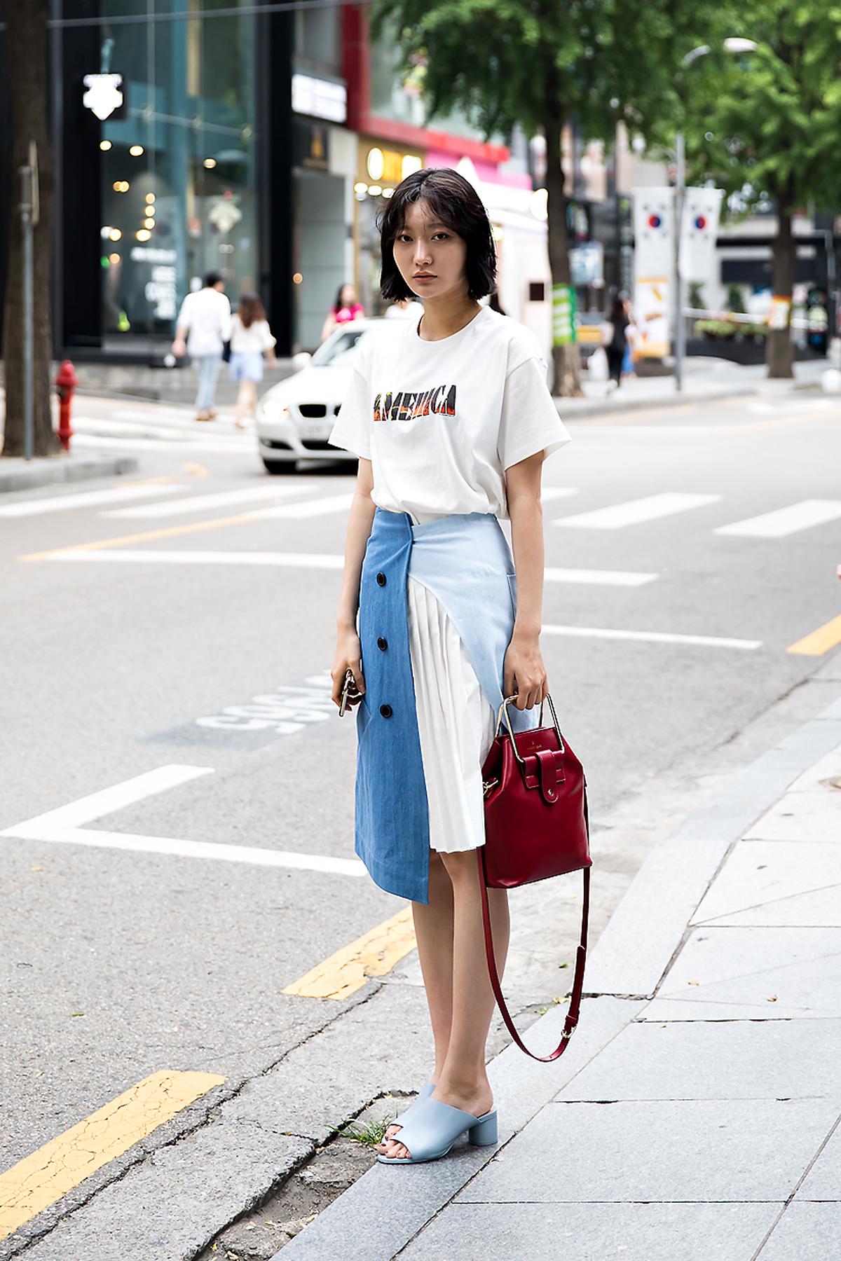 Cho Kyungeun, Street Fashion 2017 in Seoul.jpg