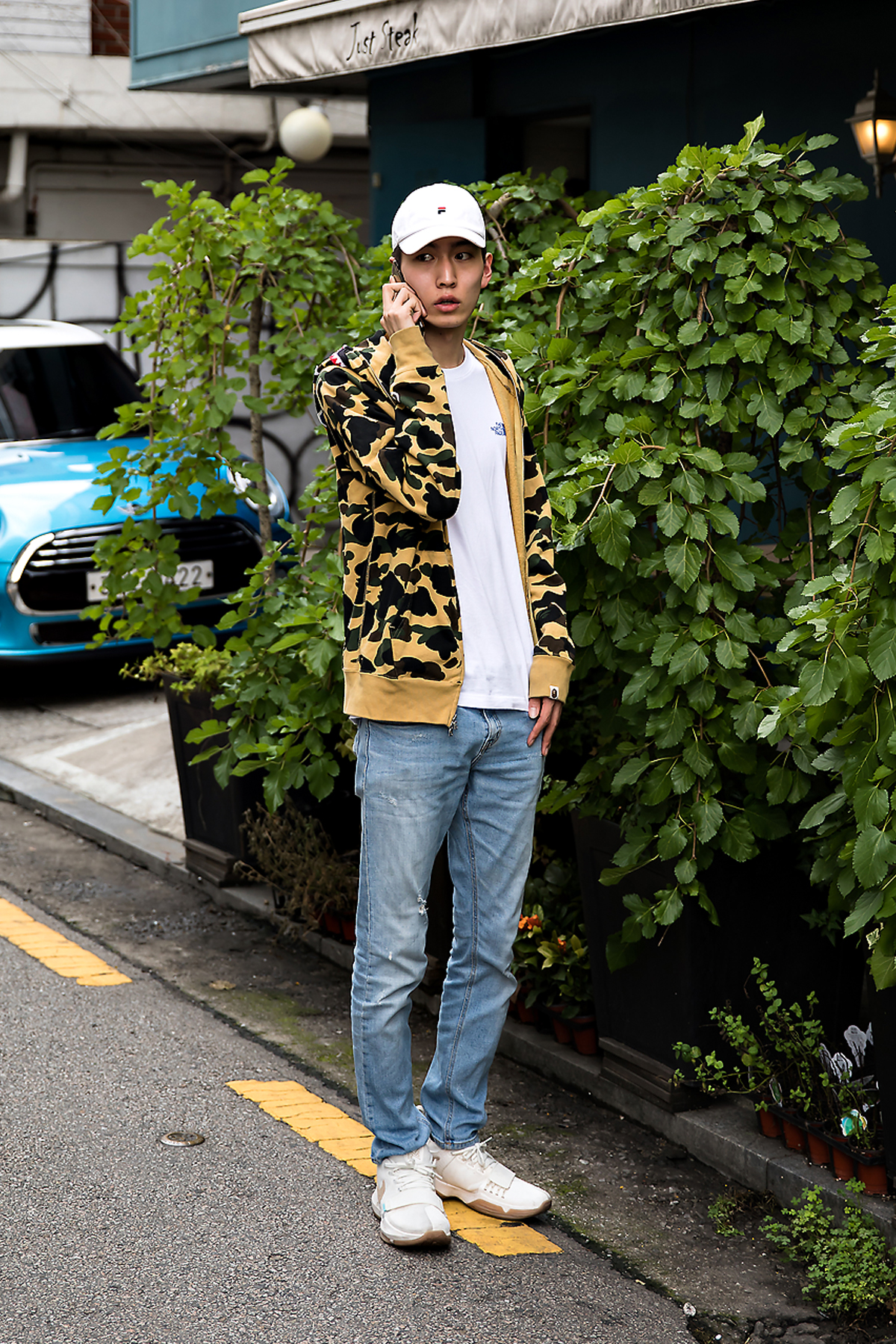 Kyung Junho, Street Fashion 2017 in Seoul.jpg