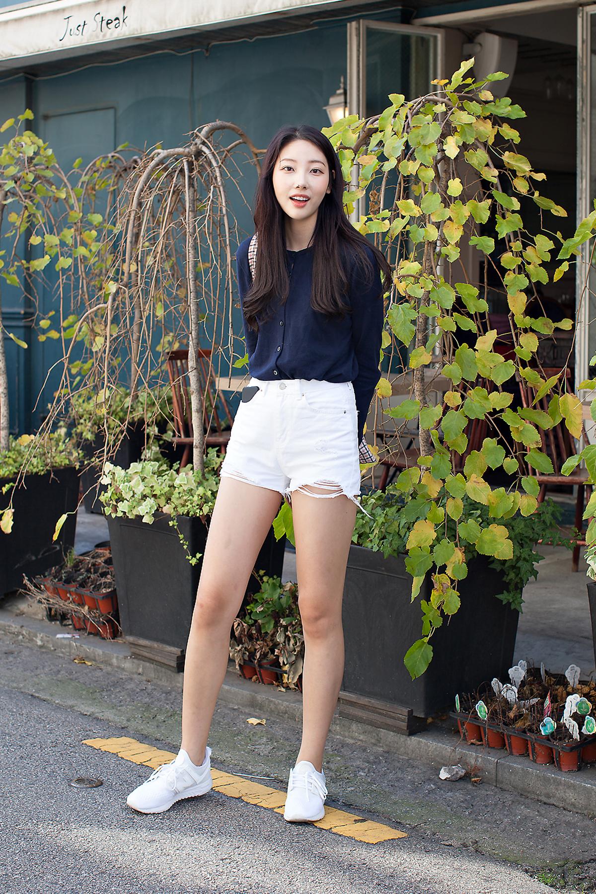 An Yewon, Street Fashion 2017 in Seoul.jpg
