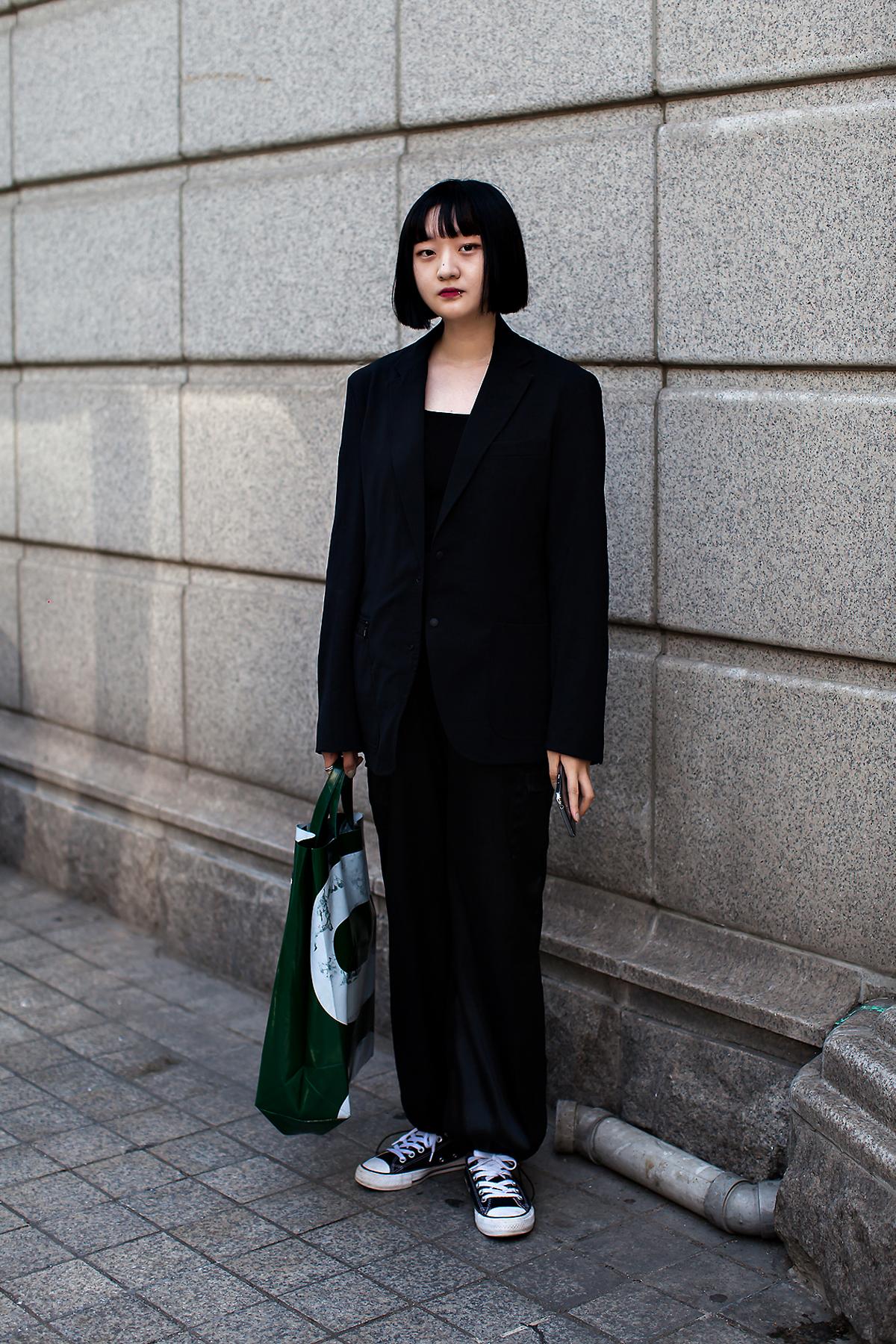 Choi Yewon, Street Fashion 2017 in Seoul.jpg
