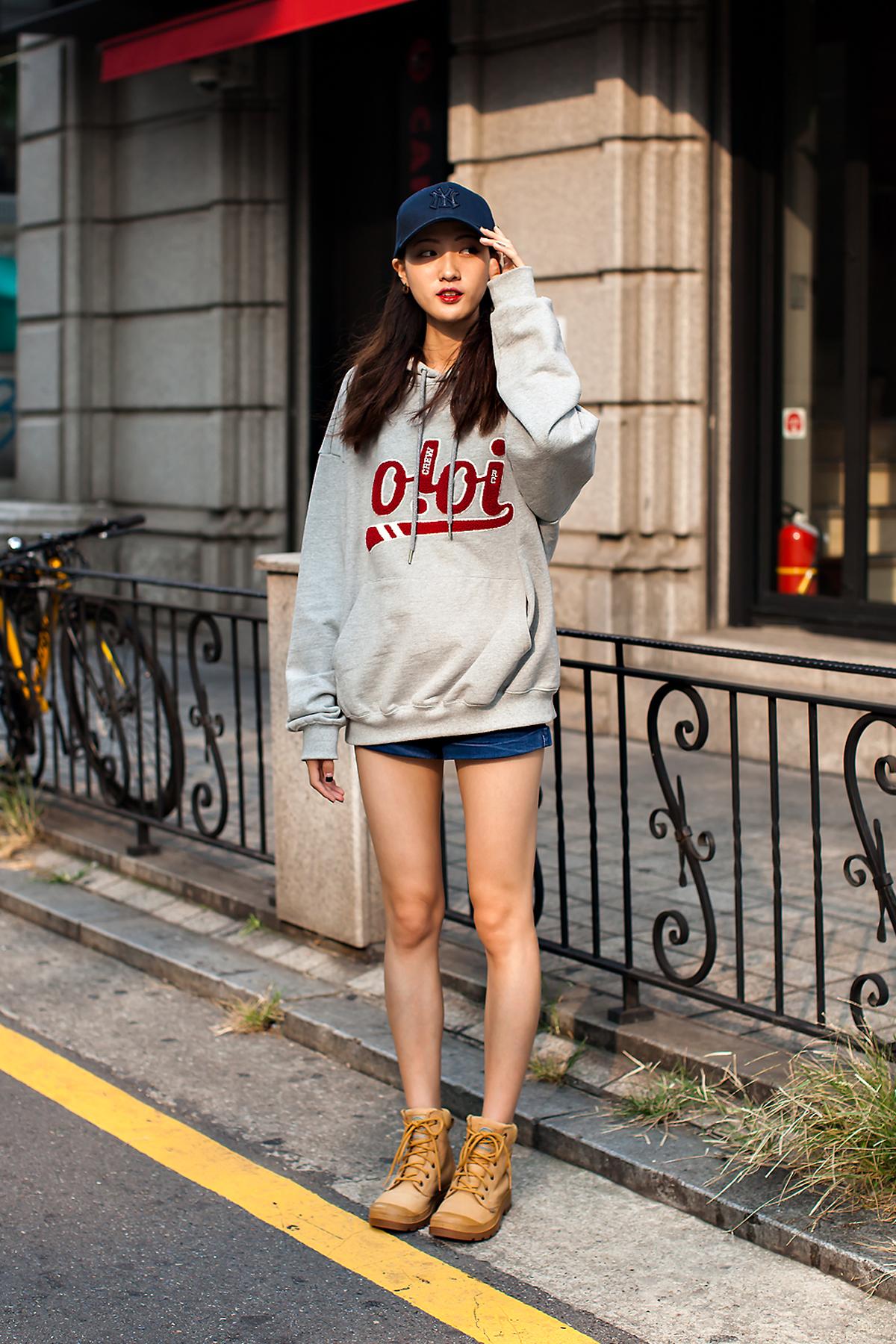 judging, Street Fashion 2017 in Seoul.jpg