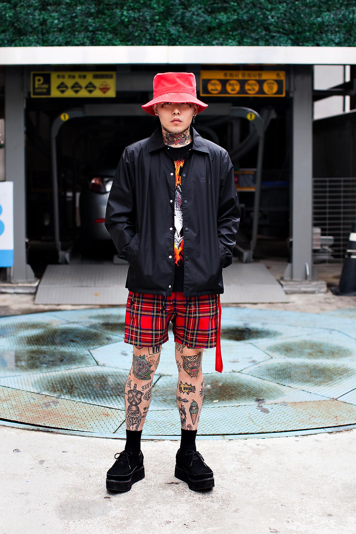 Kim Junhyuk, Street Fashion 2017 in Seoul.jpg