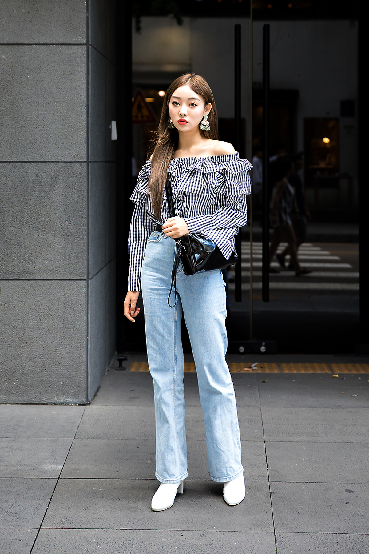 Kim Sae-eun, Street Fashion 2017 in Seoul.jpg