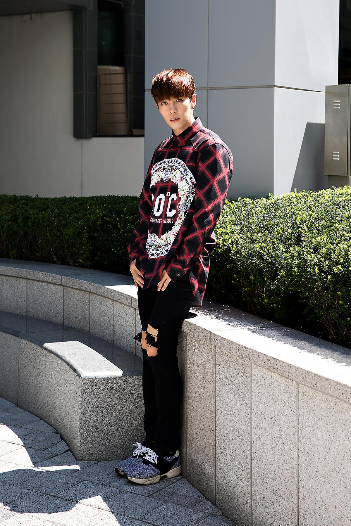 Lee Donghyuk, Street Fashion 2017 in Seoul.jpg