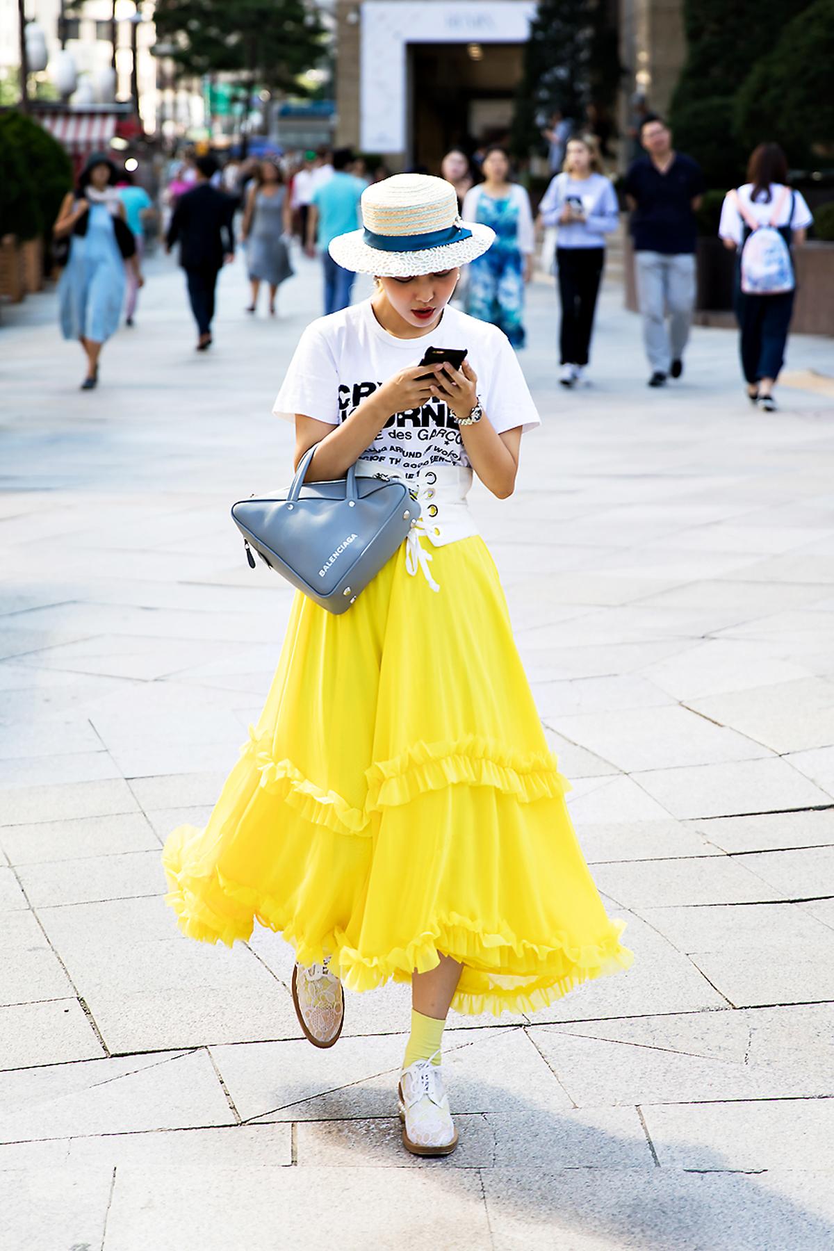 Lee Nanjung, Street Fashion 2017 in Seoul.jpg