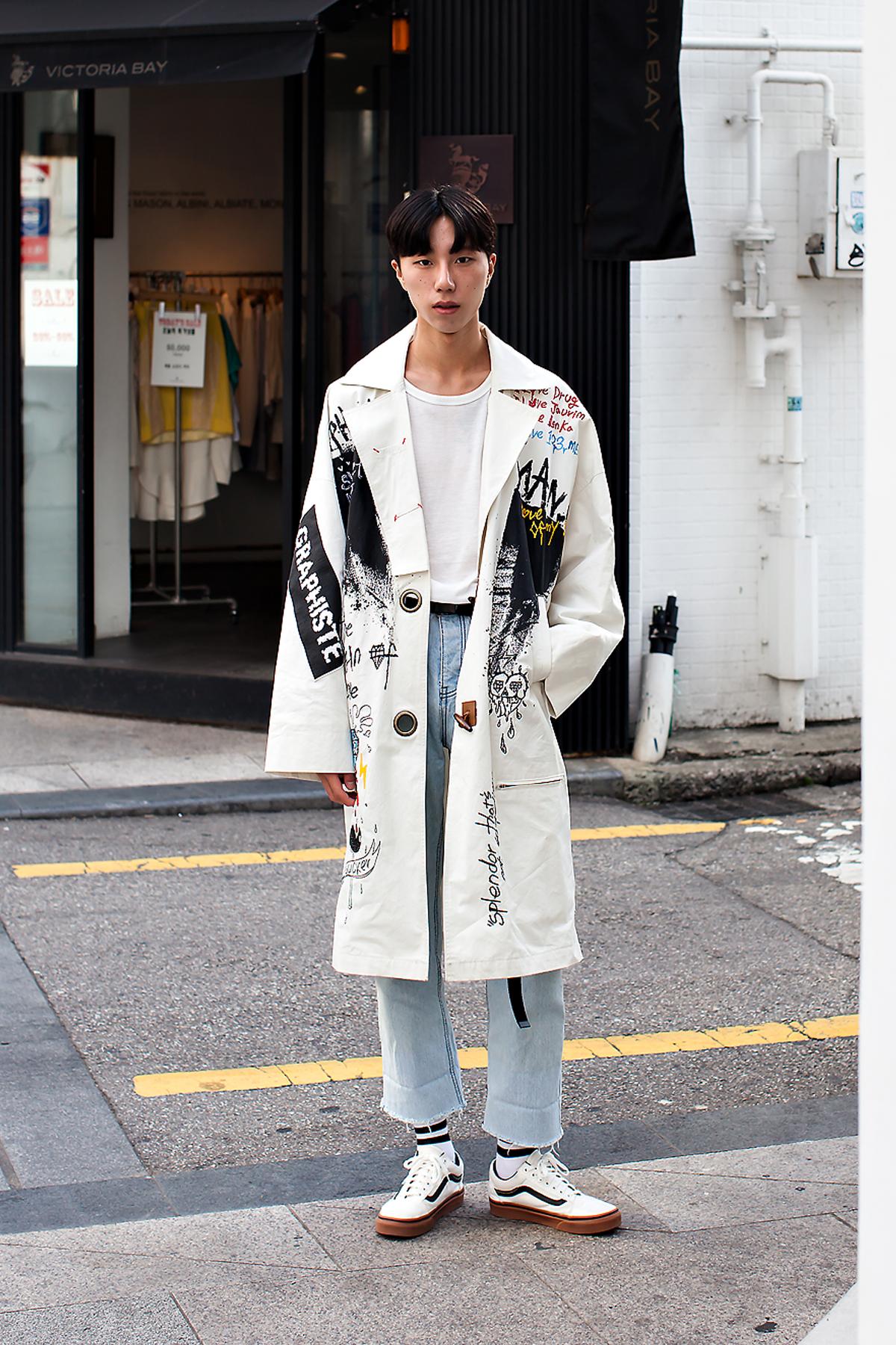 Lee Taegil, Street Fashion 2017 in Seoul.jpg