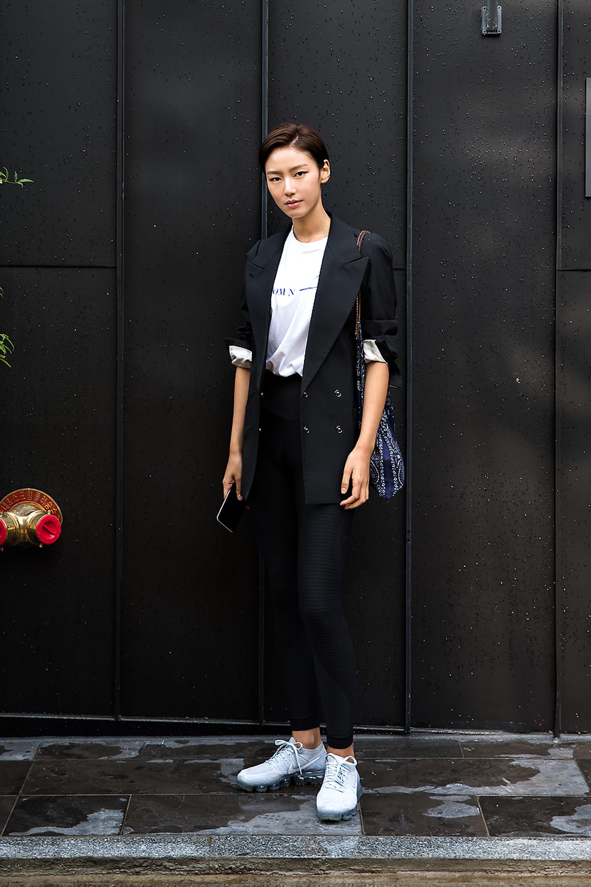 Park Seul-gi, Street Fashion 2017 in Seoul.jpg