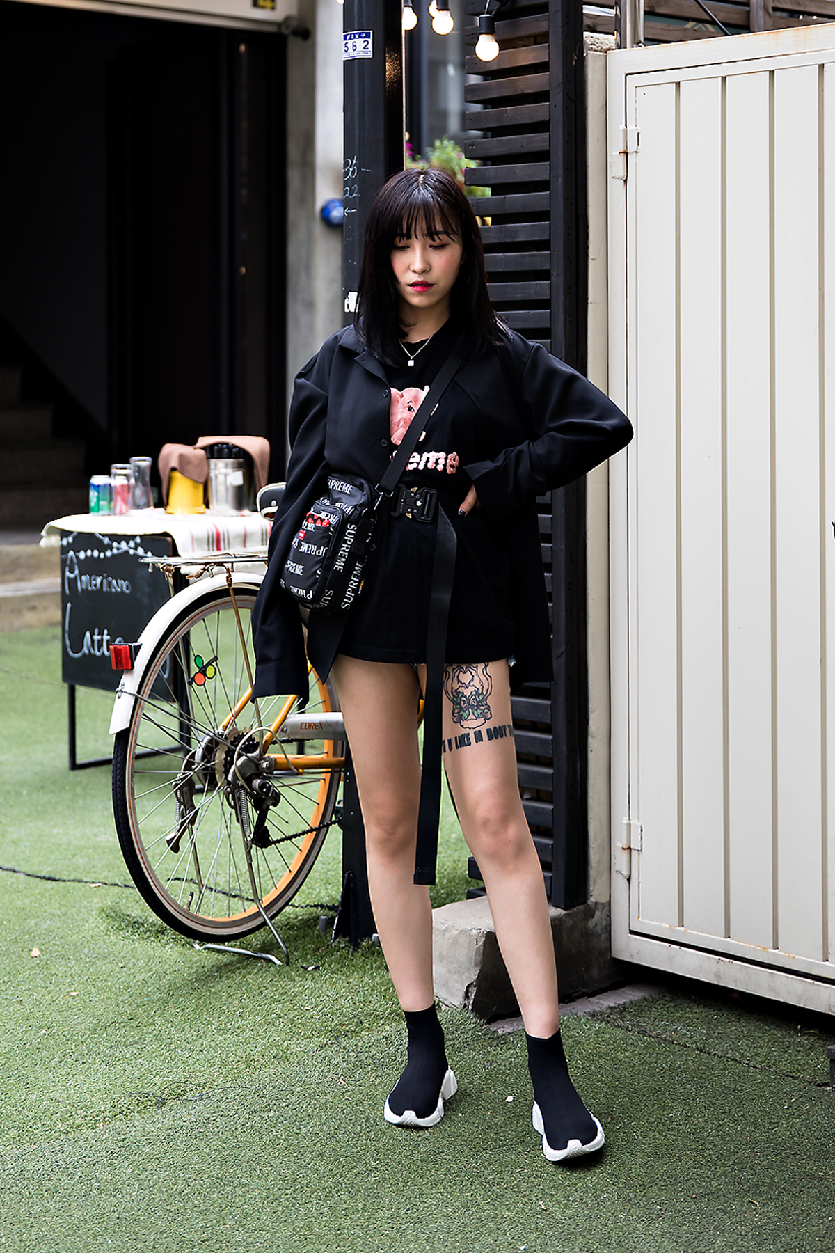 Shin Ji Eun, Street Fashion 2017 in Seoul.jpg
