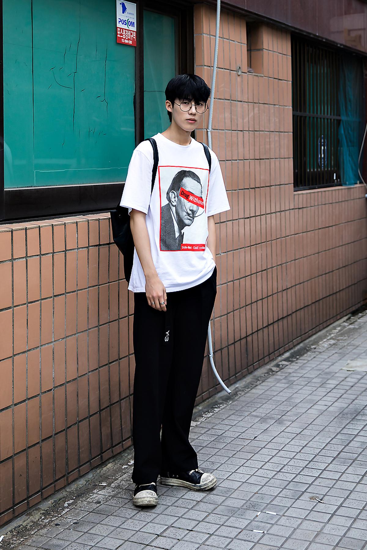 Yoon Hyun Jo, Street Fashion 2017 in Seoul.jpg
