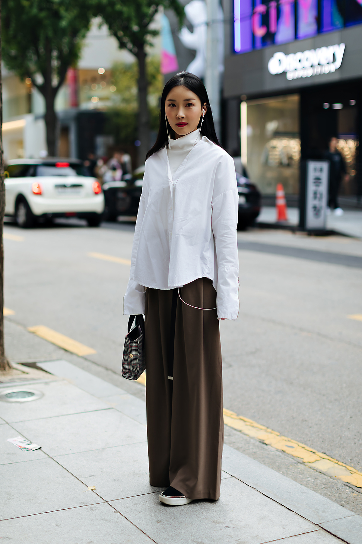 Women fall street style fourth week of october 2018 in seoul 3
