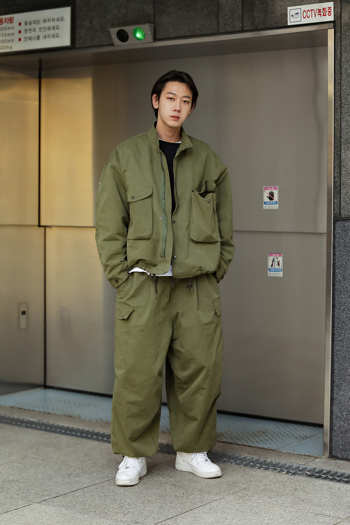 The last week of November, 2018 Men's Street Style in Seoul