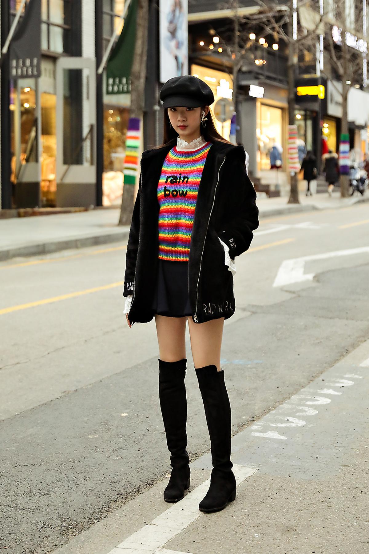 The last week of November 2018 Winter Women's Street Style in Seoul